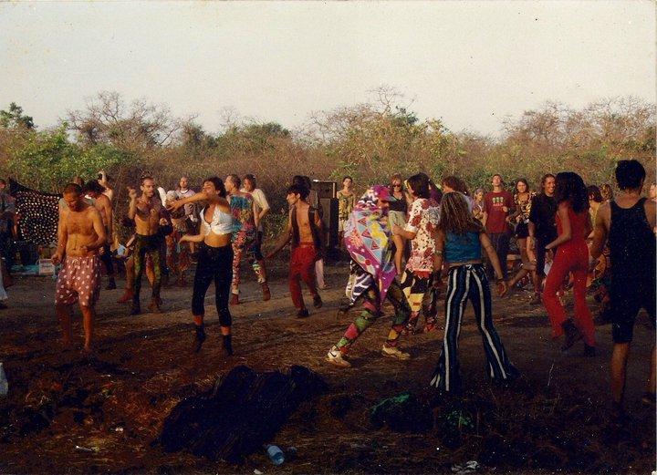 הבחור הצעיר שרוקד, עטוף בלונג, הוא לא אחר מאשר ראג'ה ראם האגדי. קרדיט: אדי גבאי