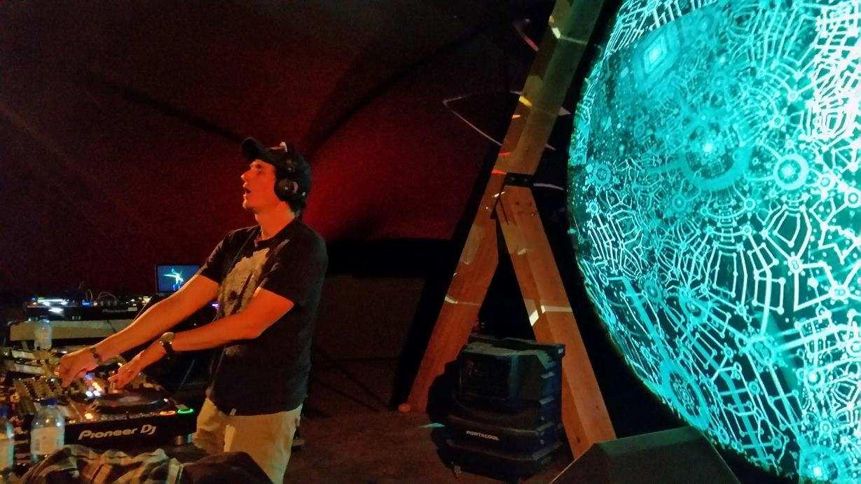 ראיון עם יולי פרשטט אלבום חדש פרפקט סטריינג'ר 11