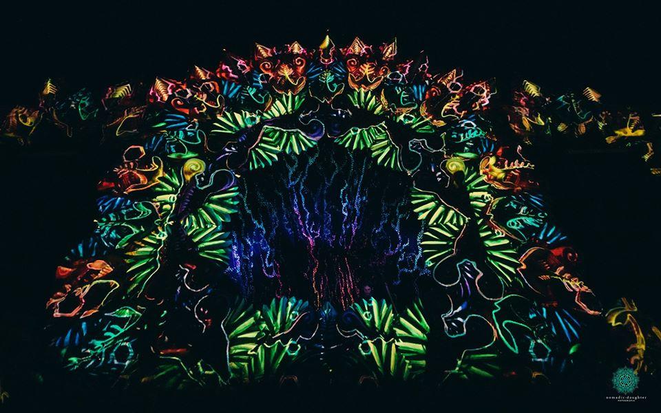 פסיכדליה וויזואלס במה בפסטיבל מוזיקה אלקטרונית