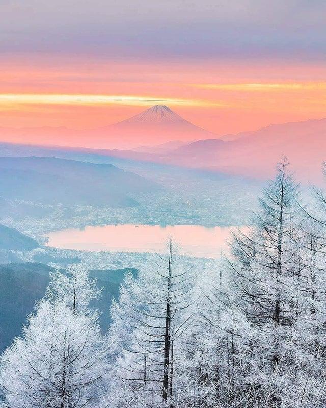 הר פיג'י ביפן מתכסה לקראת החורף