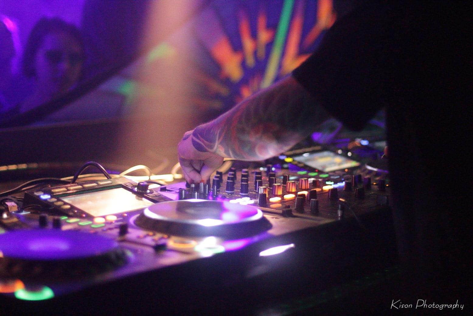 האמנים הגדולים בעולם המוזיקה האלקטרונית והטראנס - בטיפים שיקפיצו אתכם לסטודיו!
